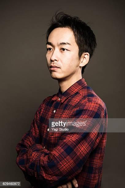 中年日本人男性の肖像 - 見つめる ストックフォトと画像