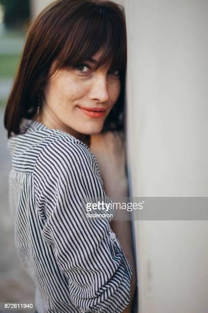 Portrait de la femme d'âge moyen