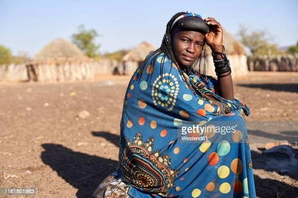portrait of a muhacaona woman in her traditional colorful dress, oncocua, angola - angola bildbanksfoton och bilder
