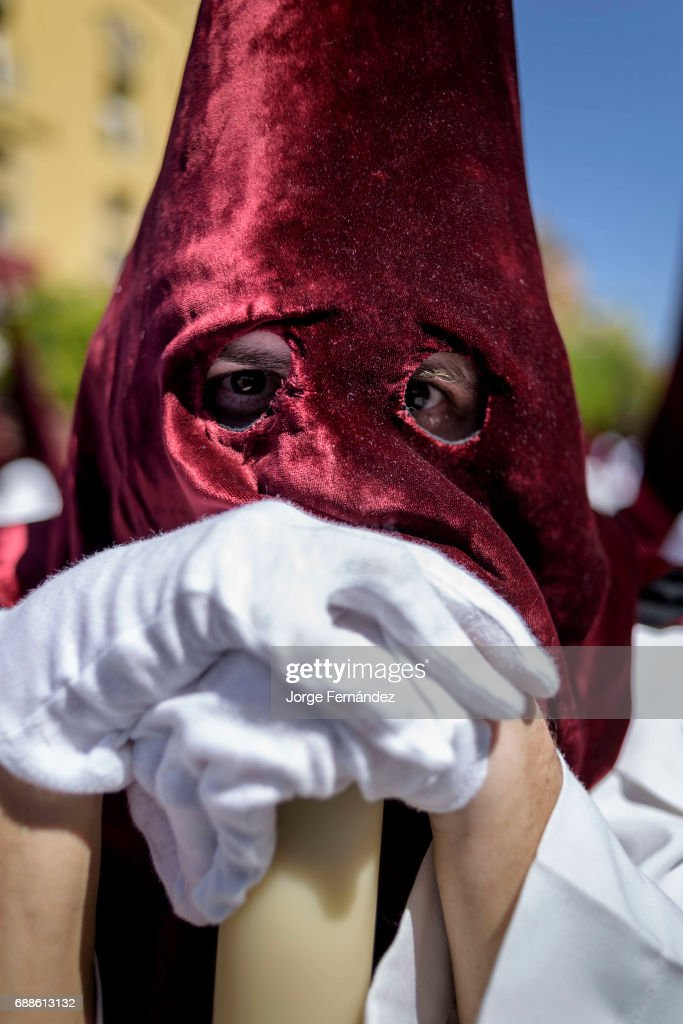 Portrait Of A Nazarene Penitent With Red Hood And White Robes News Photo Getty Images