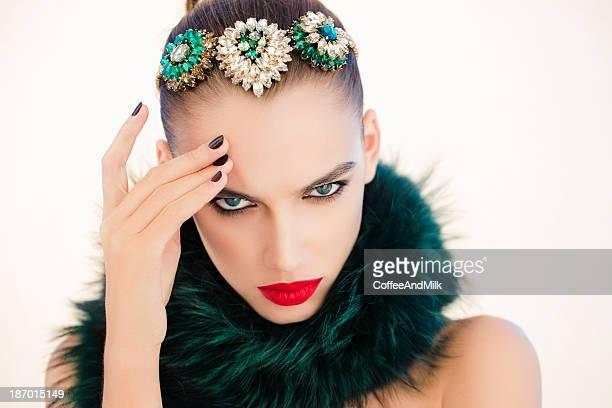 retrato de uma bela mulher olhar - coroa enfeite para cabeça - fotografias e filmes do acervo