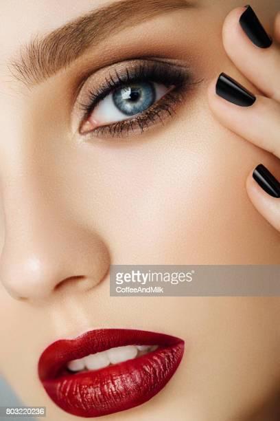 retrato de uma bela mulher olhar - cílio - fotografias e filmes do acervo