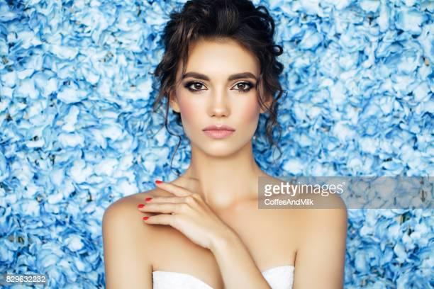 Portret van een leuk uitziende vrouw