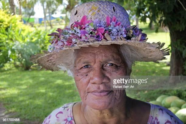 portrait of a pacific islanders woman in rarotonga cook islands - rafael ben ari foto e immagini stock