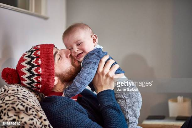 portrait of a parent and child bonding - single father stock pictures, royalty-free photos & images