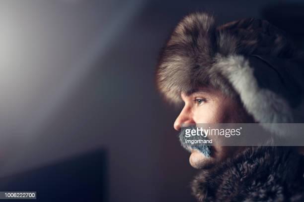 porträt von einer nachdenklichen russe - russische kultur stock-fotos und bilder