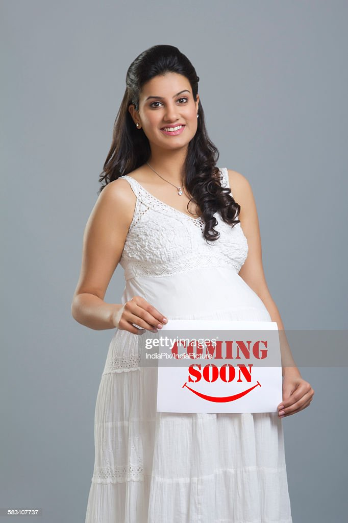 Portrait of a pregnant woman holding a message : Stock Photo