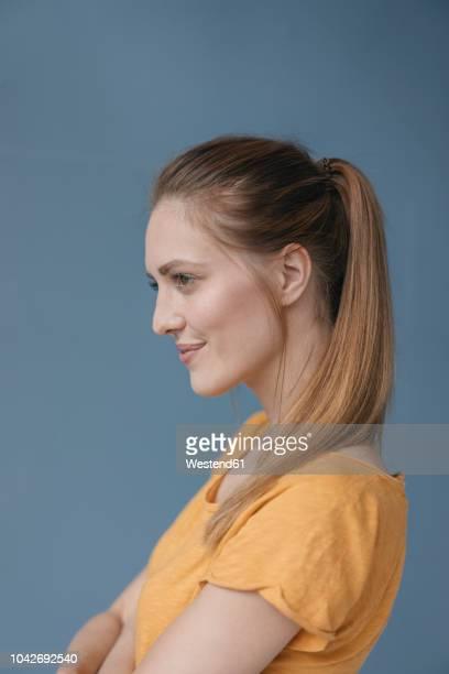 portrait of a pretty woman, side view - seitenansicht stock-fotos und bilder