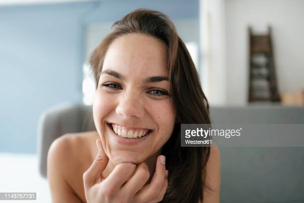 portrait of a pretty woman with bare shoulders, smiling - off shoulder stock pictures, royalty-free photos & images
