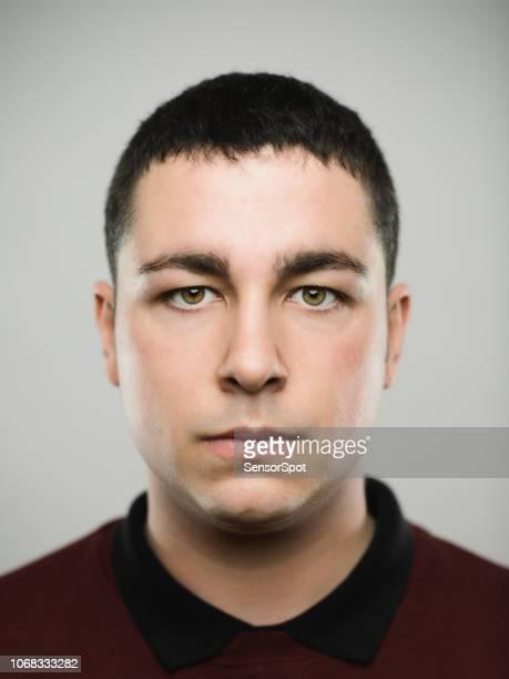本当の若い caucassian 男の肖像 - 指名手配写真 ストックフォトと画像