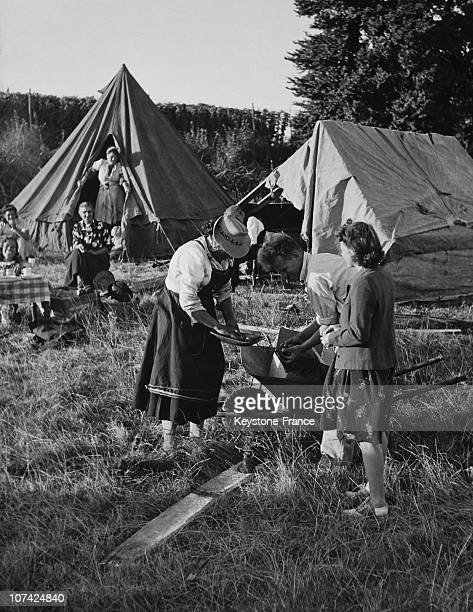 Portrait Of A Romany Hop Picker Family Buying Tomatoes From Their Neighbours In England During Forties