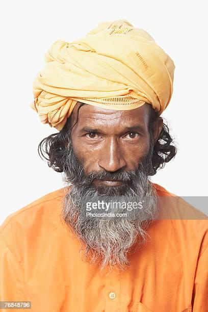 portrait of a sadhu - solo un uomo maturo foto e immagini stock