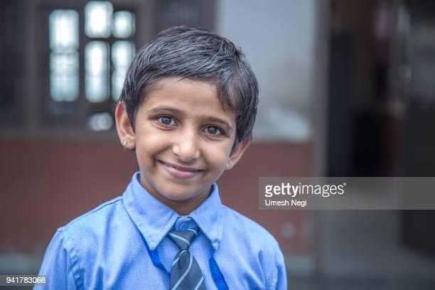 Portrait d'une école de fille souriant