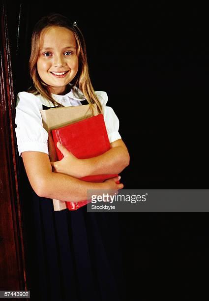 portrait of a school girl (8-10) standing with books in her hand - 10 11 jahre stock-fotos und bilder