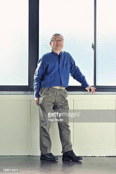 portrait of a senior man - posing shoes ストックフォトと画像