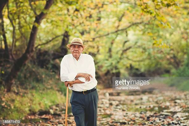 portrait of a senior man - formal portrait photos et images de collection