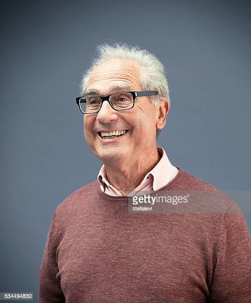 Retrato de um homem de senior sorridente