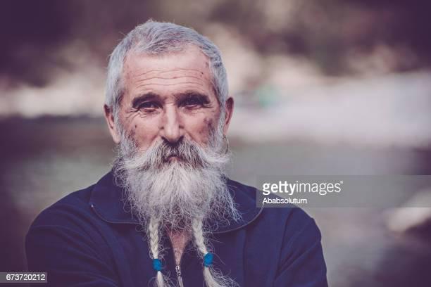 Porträt von einem Senior Mann mit weißem Bart und Schnurrbart Soča, Slowenien