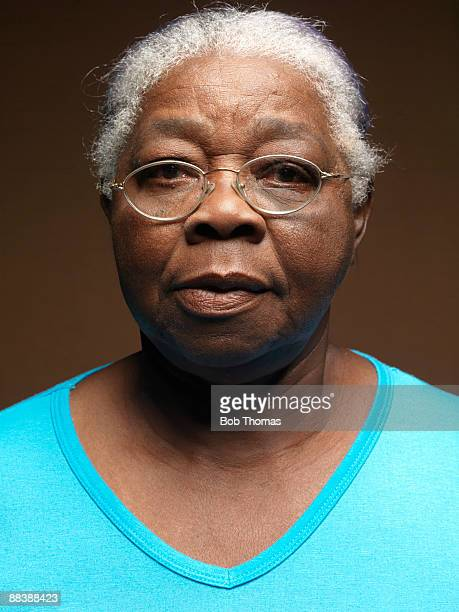 portrait of a senior woman - femme antillaise photos et images de collection