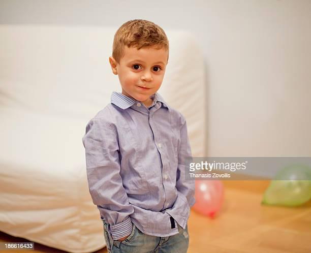 portrait of a small boy - ligamento cruzado anterior fotografías e imágenes de stock