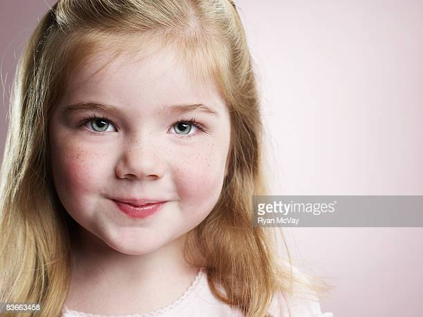 portrait of a smiling 4 year old girl. - green eyes stock pictures, royalty-free photos & images