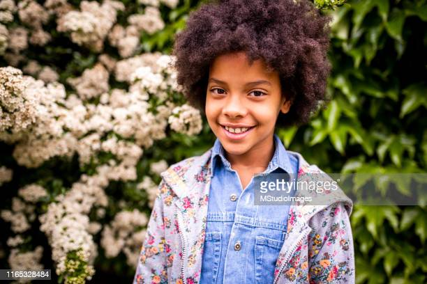 portrait of a smiling african american girl. - children only stock pictures, royalty-free photos & images