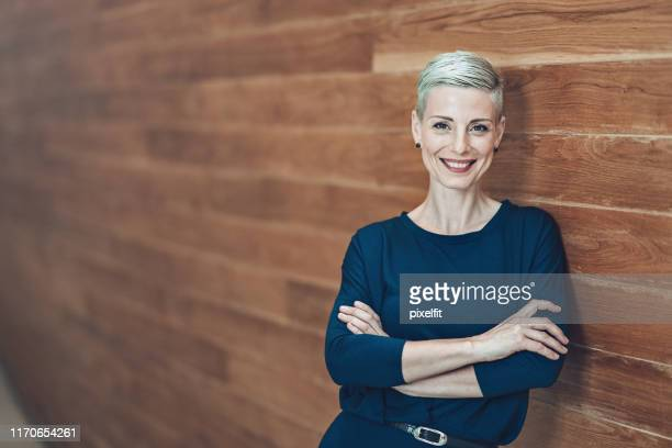 portrait of a smiling businesswoman - short hair stock pictures, royalty-free photos & images
