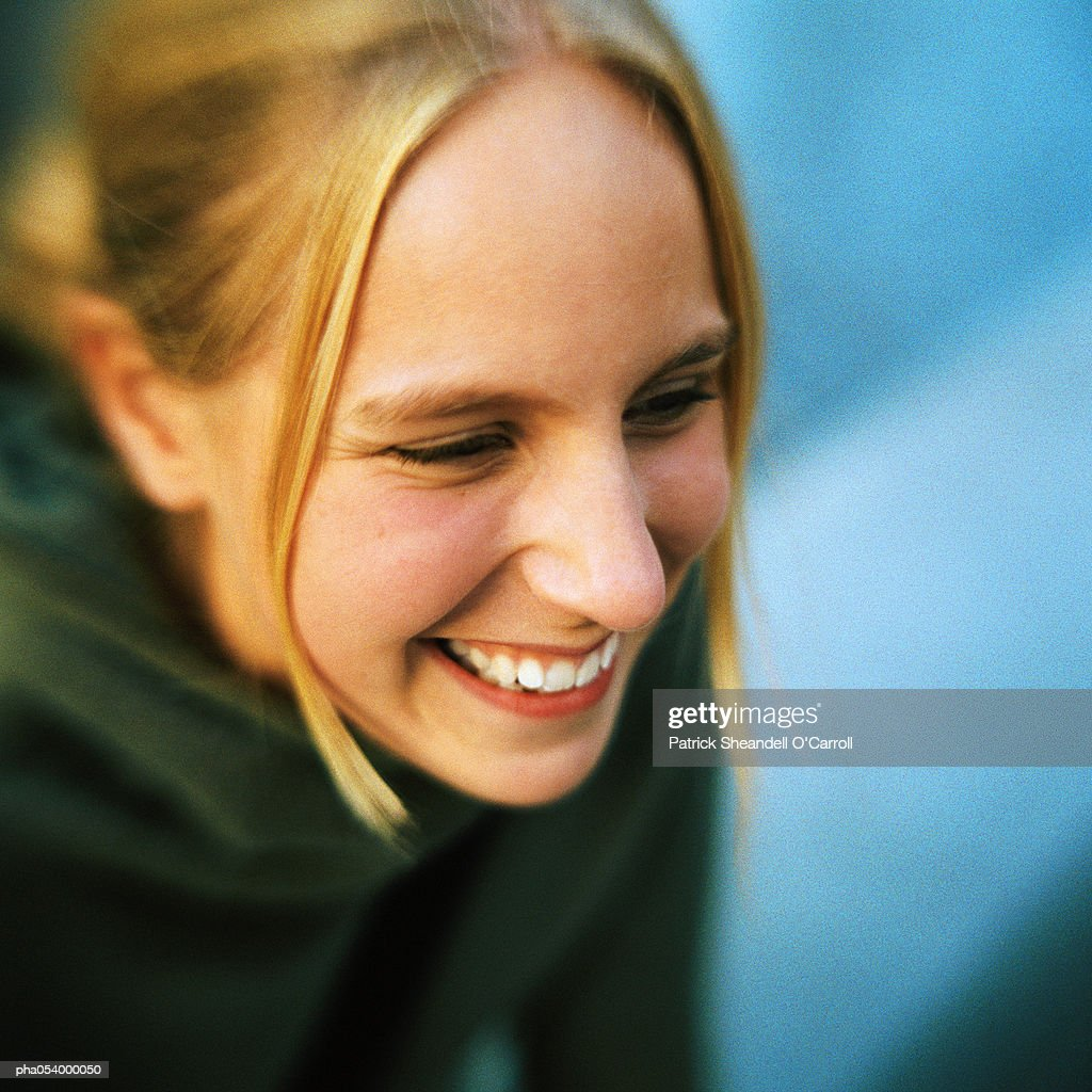 Portrait of a smiling female teenager : Stockfoto