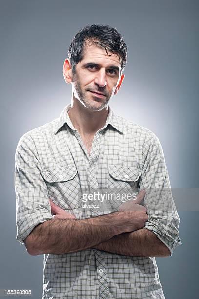 portrait d'un homme souriant - cadrage à la taille photos et images de collection