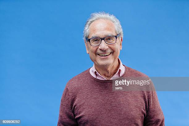 portrait of a smiling senior business man - studiofoto stockfoto's en -beelden