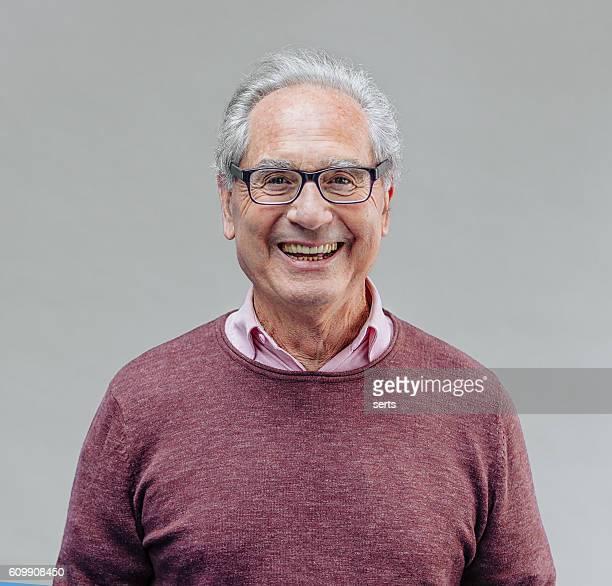 Ritratto di un sorridente Senior uomo d'affari
