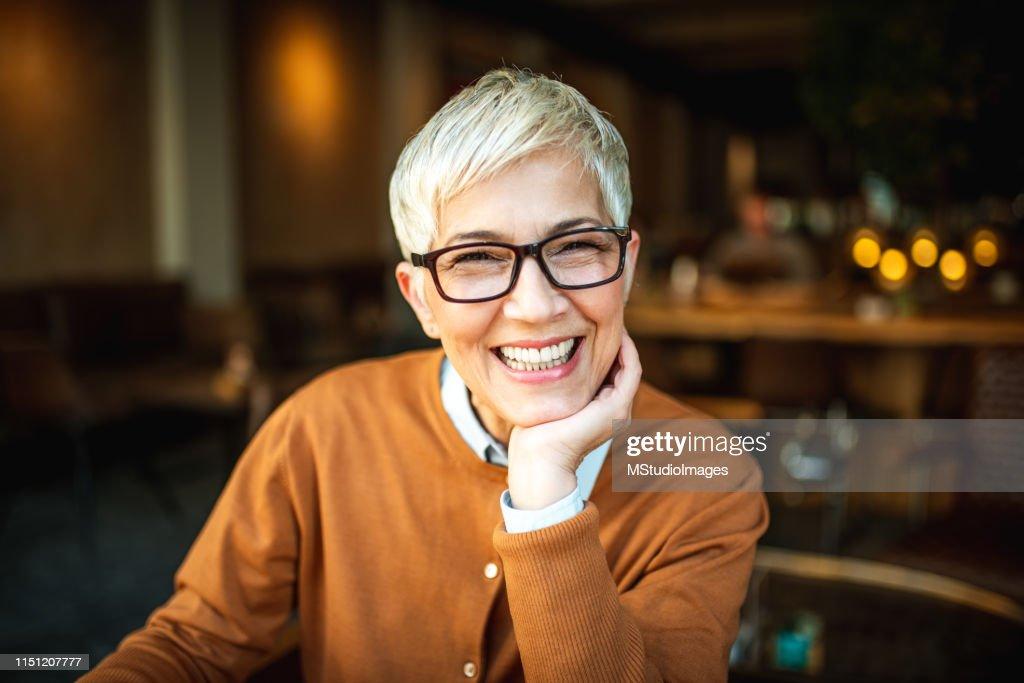 Portrait of a smiling senior woman : Stock Photo