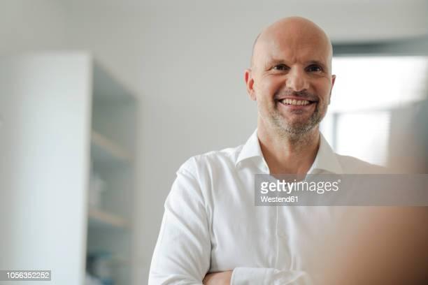 portrait of a successful businessman - 35 39 jahre stock-fotos und bilder