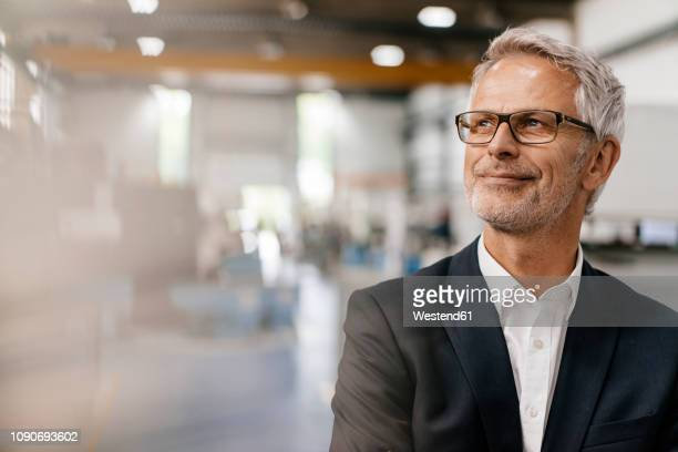 portrait of a successful entrepreneur in his company - geschäftsmann stock-fotos und bilder