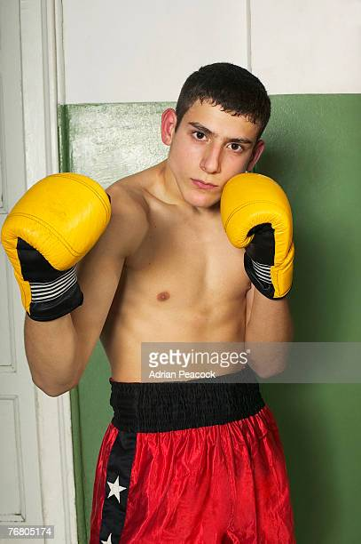 portrait of a teenage boxer - lightweight weight class stock pictures, royalty-free photos & images