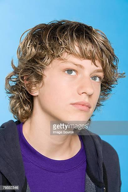 retrato de um menino adolescente - só meninos adolescentes imagens e fotografias de stock