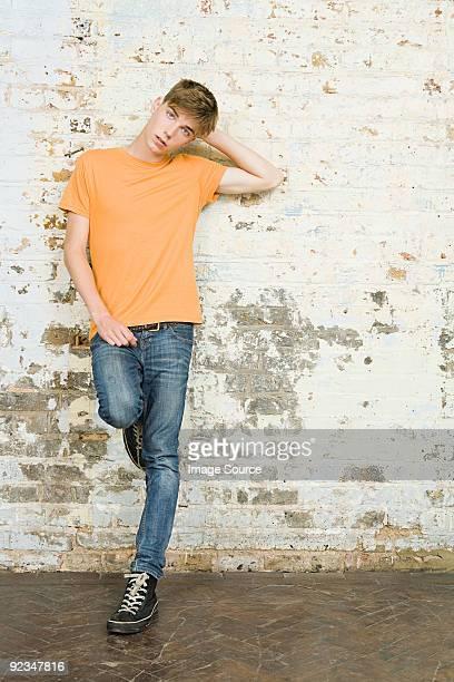 portrait d'un jeune garçon - un seul jeune garçon photos et images de collection