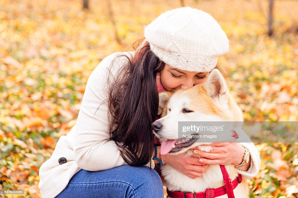 Portrait of a teenage girl with her beautiful dog outdoors : Foto de stock
