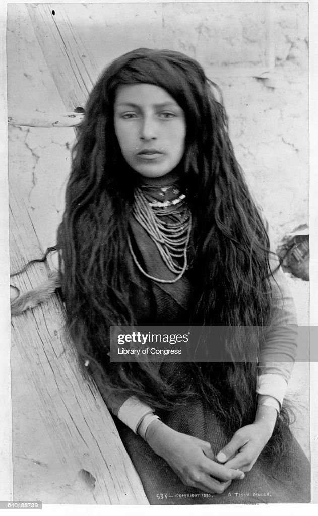 Portrait of Tigua Indian Woman : Fotografía de noticias