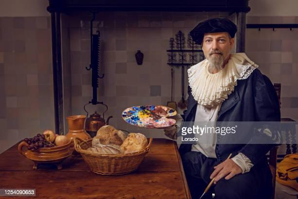 台所のテーブルで伝統的なオランダの貴族の肖像画 - ルネッサンス様式 ストックフォトと画像