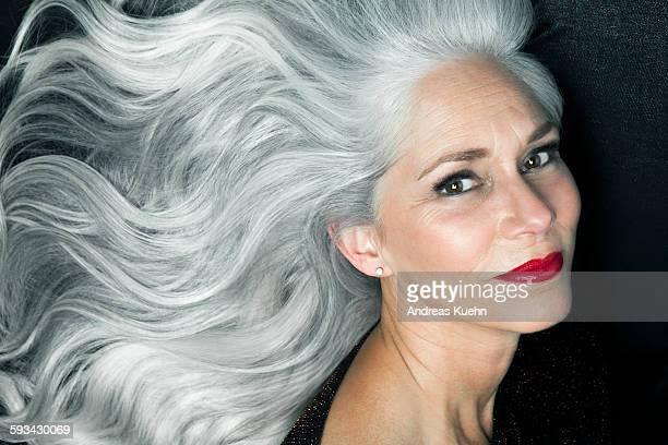 portrait of a woman in a 3/4 profile position. - wit haar stockfoto's en -beelden