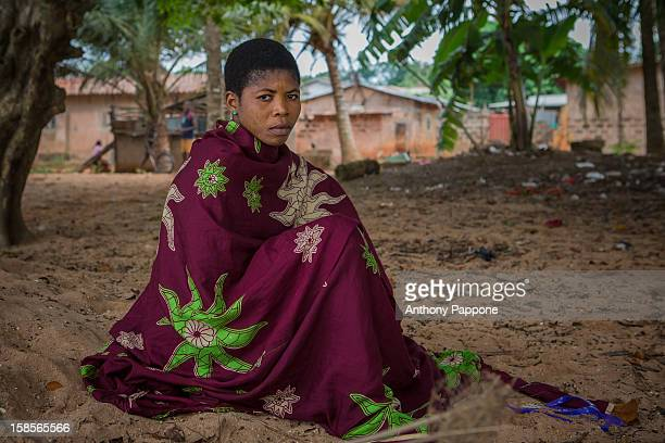 CONTENT] portrait of a woman on the shores of Lake aheme possotome benin