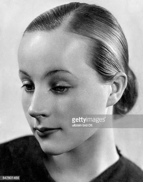Portrait of a woman Picture by Ergy Landau published Koralle 45/1936