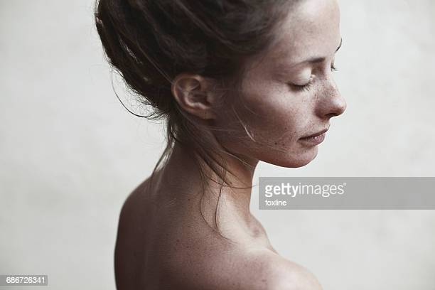 portrait of a woman - beautiful bare women stock pictures, royalty-free photos & images
