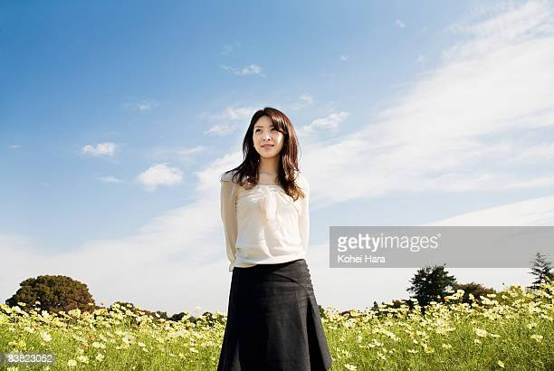 portrait of a woman - 前にいる ストックフォトと画像
