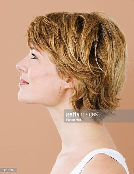 portrait of a woman, side view - erwachsener über 30 stock-fotos und bilder