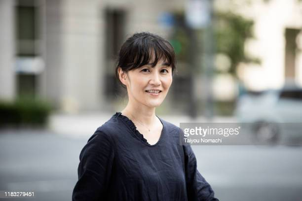 portrait of a woman walking in tokyo - waist up stock pictures, royalty-free photos & images