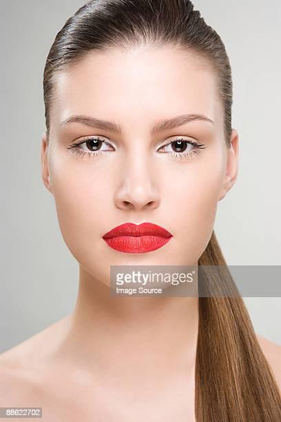 portrait of a woman wearing red lipstick - haar naar achteren stockfoto's en -beelden