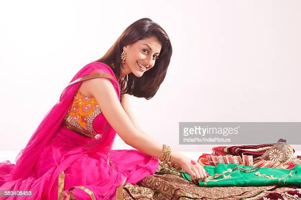 portrait of a woman with jewelery and wedding attire - mangala sutra fotografías e imágenes de stock
