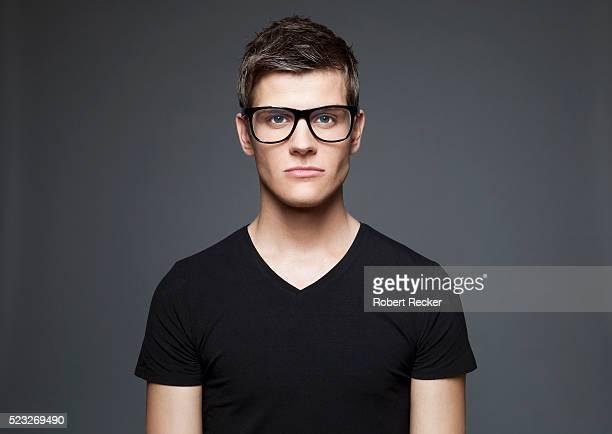 portrait of a young adult man - t shirt preta imagens e fotografias de stock